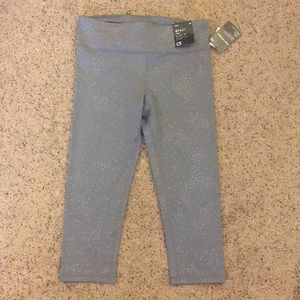 NWT Gray Gap fit high rise workout crop size M